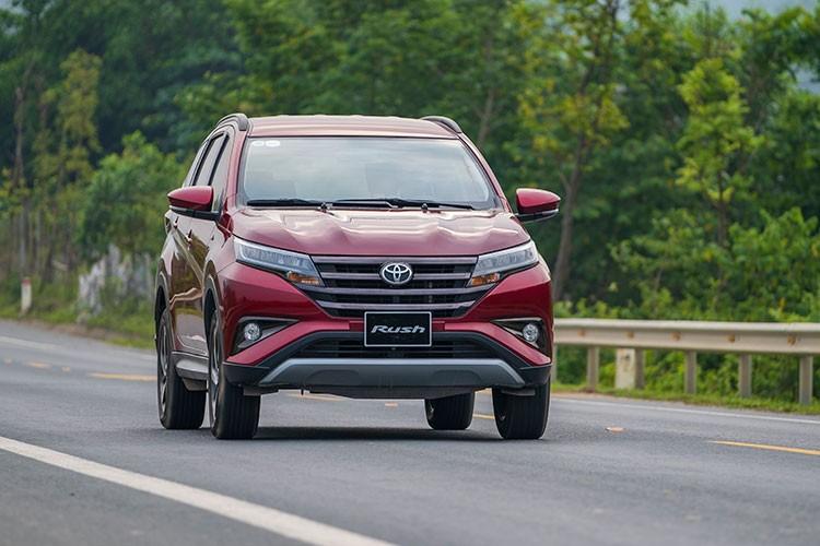 Toyota Rush - SUV do thi 7 cho nhieu gia dinh tre me tit