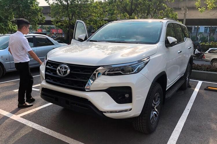 Toyota Fortuner 2022 sap ban tai Viet Nam, ban cu