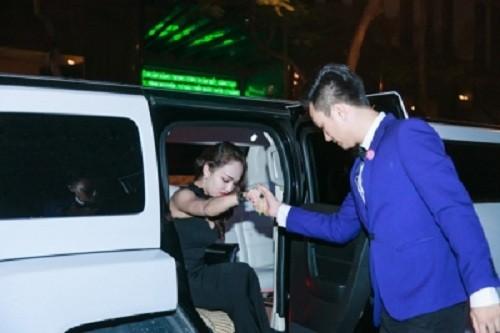Mua xe khung 28 ty, hot girl Tuong Vy giau co nao-Hinh-2