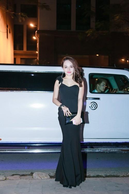 Mua xe khung 28 ty, hot girl Tuong Vy giau co nao-Hinh-3