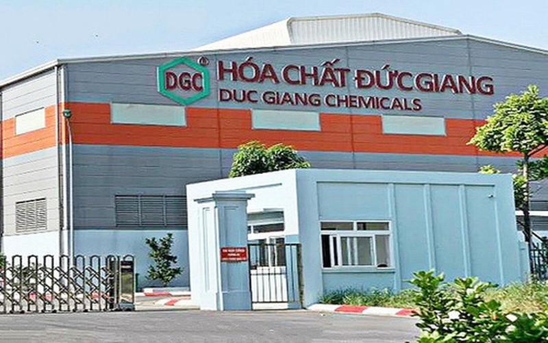 Hai em gai cua Chu tich Hoa chat Duc Giang muon thoai von DGC