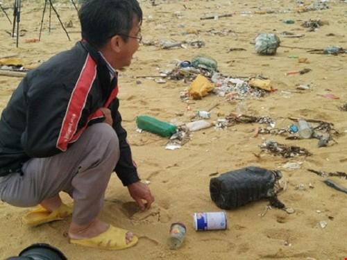 Thu gom 200 tan rac tap vao bo bien Quang Nam-Hinh-2