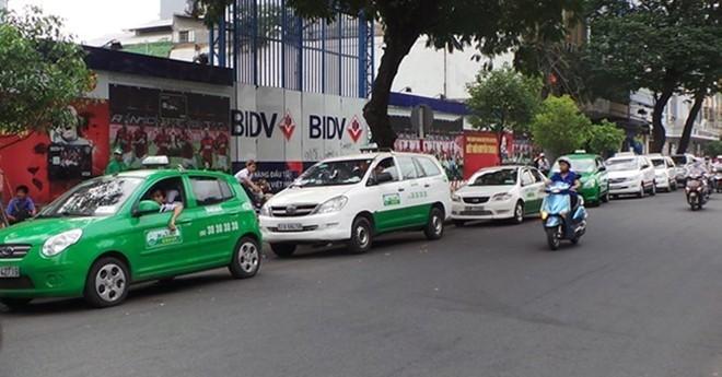Taxi, xe om truyen thong chao dao the nao tu khi co Uber, Grab?-Hinh-2