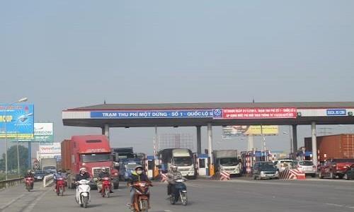 Bo Giao thong Van tai noi gi ve 2 tram thu phi tren quoc lo 5?