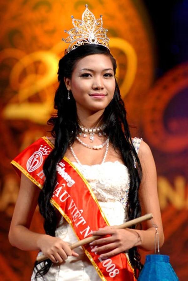 """Hoa hau Thuy Dung - cuoc """"tron chay"""" khoi hao quang vuong mien"""
