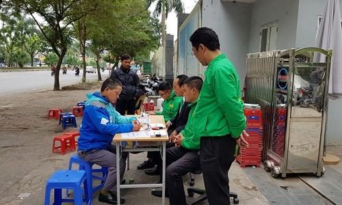 Dat ban tuyen dung tai via he, Mai Linh quyet hut tai xe Uber, Grab