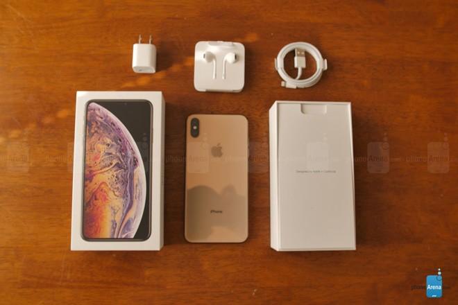 Dap hop iPhone Xs Max ban mau vang cuc dep
