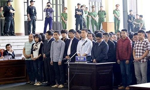 Ngay thu hai xet xu vu Phan Van Vinh: VKS tiep tuc doc Cao trang