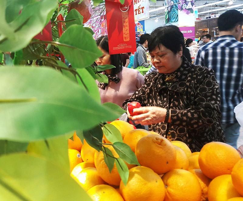 Hoa don sieu thi dai 3 met: Vo chong bo pho sam Tet-Hinh-4