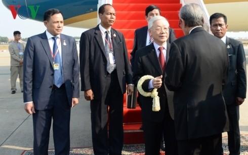 Tong bi thu, Chu tich nuoc bat dau chuyen tham cap nha nuoc Campuchia-Hinh-2
