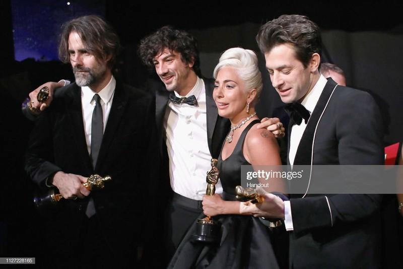 Lady Gaga bat khoc nuc no, nam chat tuong vang Oscar dau tien cua su nghiep-Hinh-2