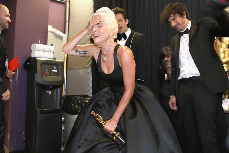 Lady Gaga bat khoc nuc no, nam chat tuong vang Oscar dau tien cua su nghiep-Hinh-3