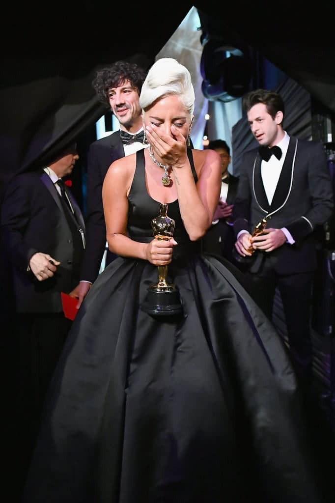 Lady Gaga bat khoc nuc no, nam chat tuong vang Oscar dau tien cua su nghiep-Hinh-4