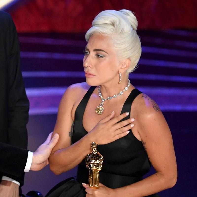 Lady Gaga bat khoc nuc no, nam chat tuong vang Oscar dau tien cua su nghiep