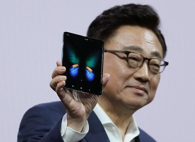 Dien thoai gap Galaxy Fold gia 2000 USD se la mot su rui ro lon?-Hinh-2