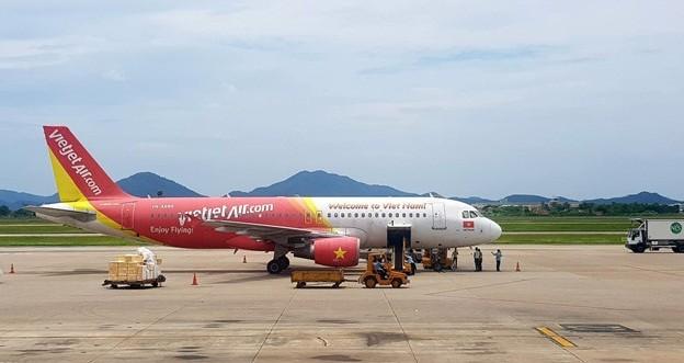 Khach bay to Vietjet Air huy chuyen, buoc khach mua ve dat gap 3