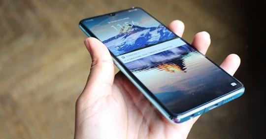 Thi truong smartphone Viet co bi anh huong boi lenh cam Huawei cua ong Trump?