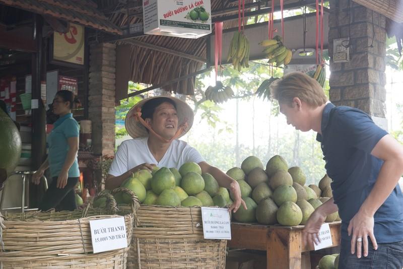 "Phat sot hinh anh Truong Giang ""ban buoi kiem com"""