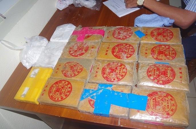 Quang Nam: Hang chuc banh heroin troi dat vao bo bien