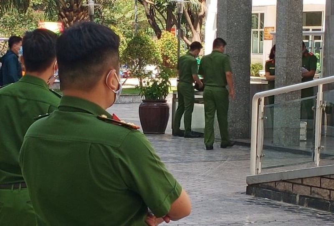 Thuc nghiem dieu tra, canh sat 'dong gia' tien si Bui Quang Tin