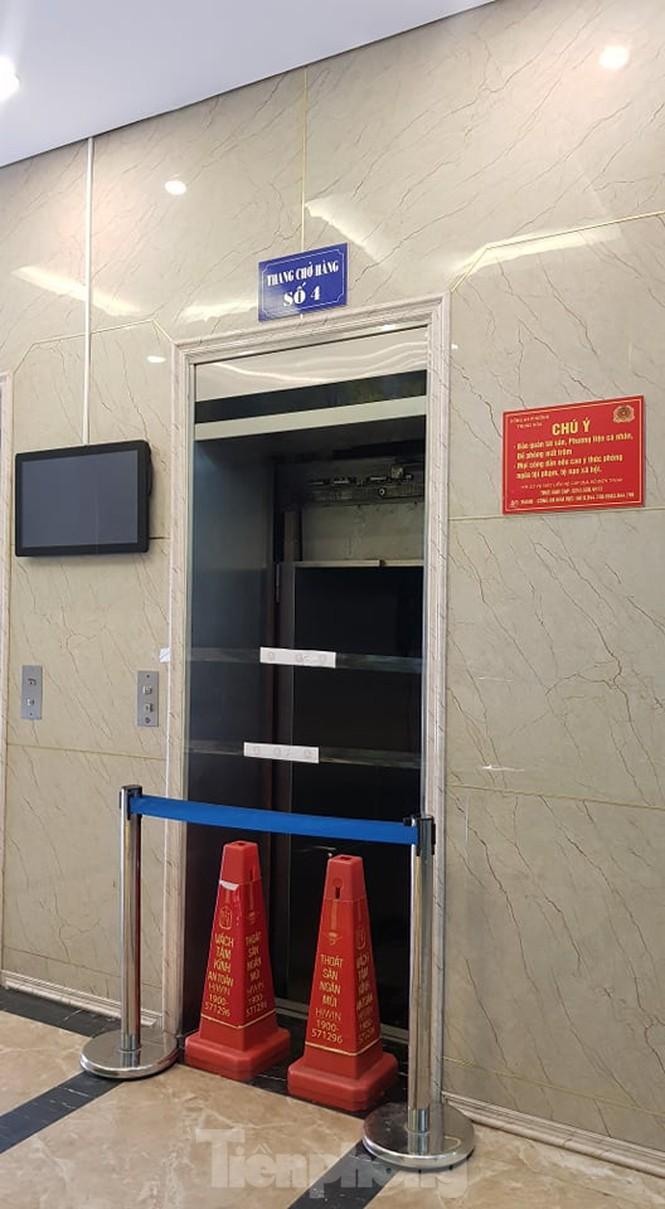 Hien truong vu roi thang may khien nhieu nguoi bi thuong o Ha Noi-Hinh-2