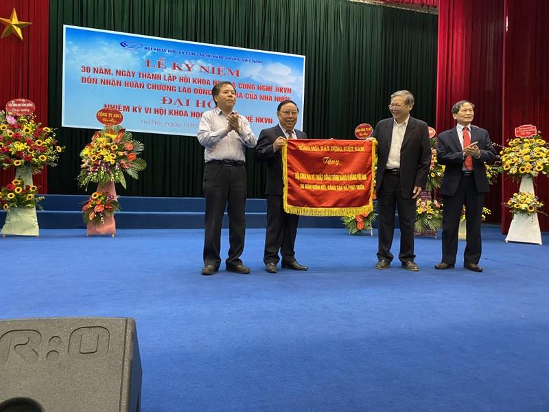 Ba muoi nam xay dung va truong thanh cua Hoi K&CN Hang khong Viet Nam-Hinh-2