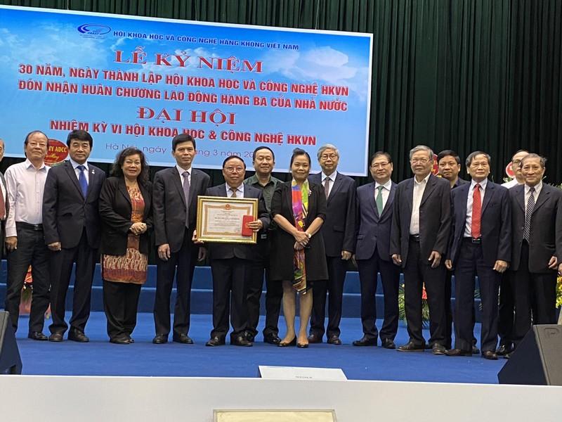 Ba muoi nam xay dung va truong thanh cua Hoi K&CN Hang khong Viet Nam