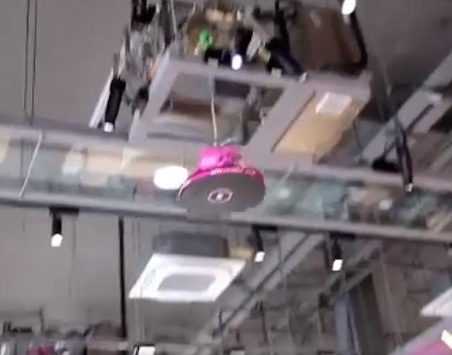 Dot nhap nha hang co robot phuc vu khien khach hang chen chan dat cho-Hinh-10