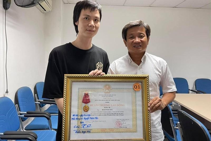Ong Doan Ngoc Hai tang lai Huan chuong Lao dong: Khong vi pham dieu cam