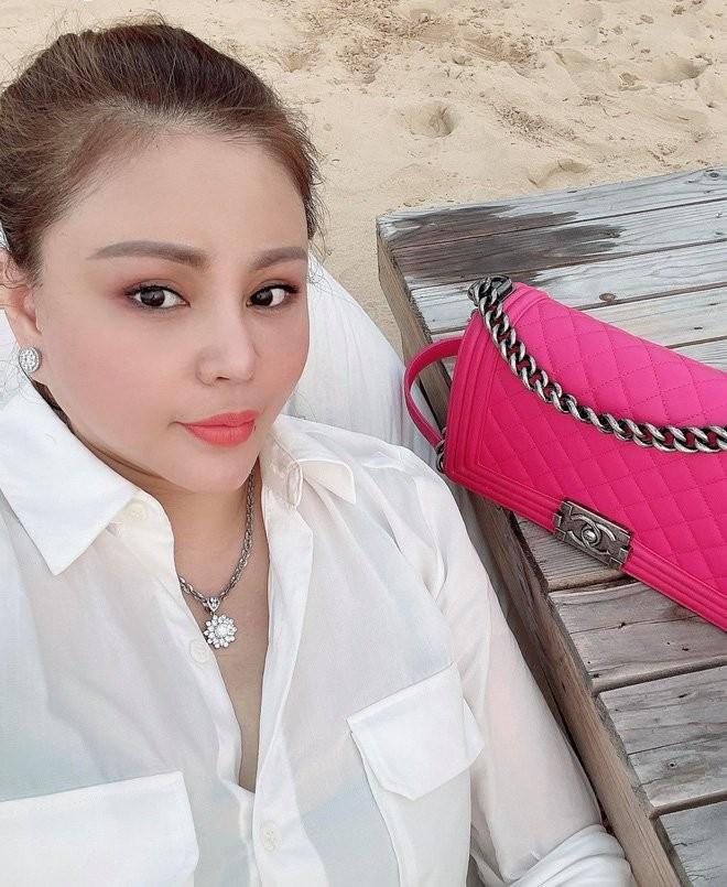 Le Giang khoe anh song ao, fan do don chu y 2 nhan kim cuong-Hinh-2
