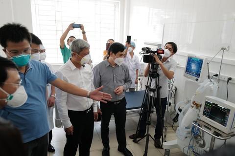 Sun Group ban giao Trung tam Hoi suc tich cuc dieu tri COVID-19 cho Bac Giang-Hinh-2