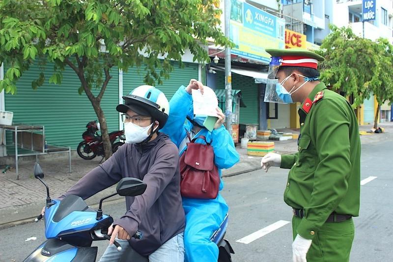 Moi: TP HCM khong yeu cau giay di duong doi voi 3 nhom doi tuong