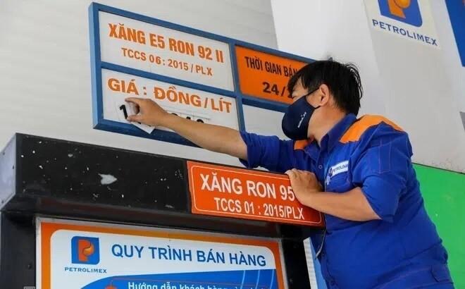 Xang E5 RON92, RON95-III dong loat tang hon 200 dong/lit