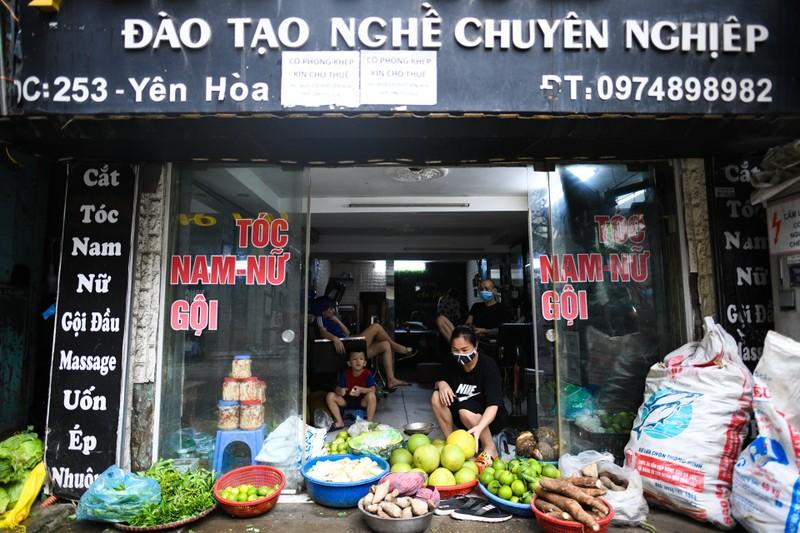 Tiem cat toc, phu kien dien thoai... chuyen ban rau cu qua-Hinh-3