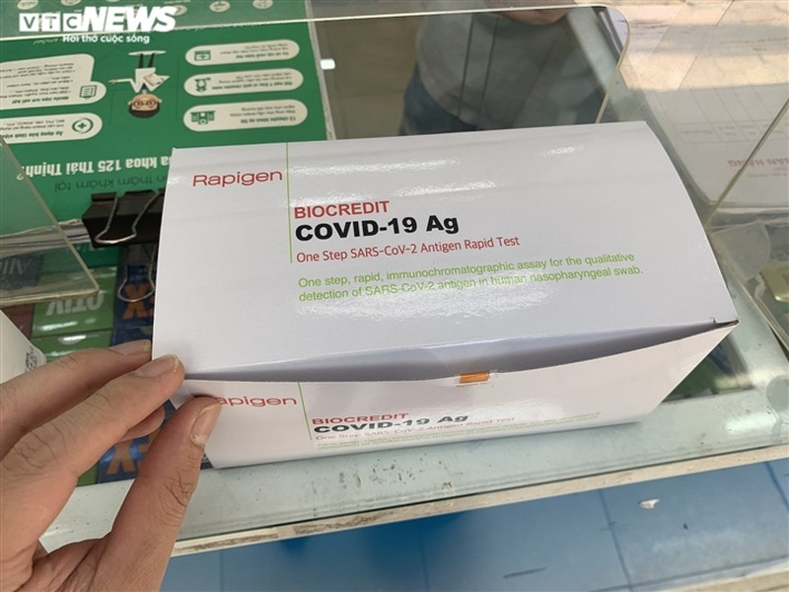 Test nhanh COVID-19 mua o nuoc ngoai 1,5 USD: Gia thi truong Viet Nam the nao?