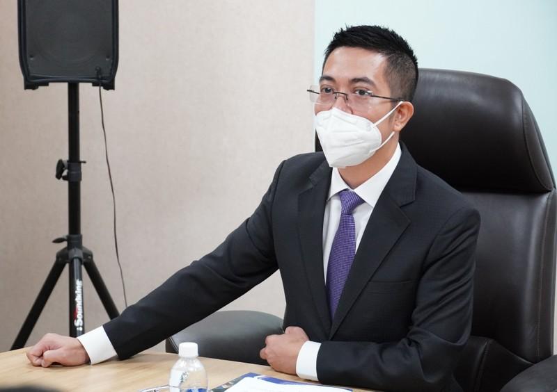 Tan CEO Louis Holdings khang dinh khong lam gia co phieu