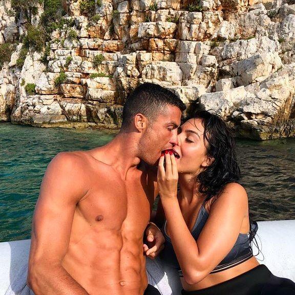 Ronaldo duoc bo noi loi yeu, len tieng nghi an hiep dam-Hinh-4