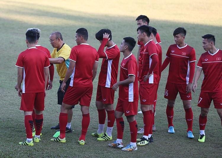 Lao vs Viet Nam: Chien thang dau tay, mo van may AFF Cup 2018!