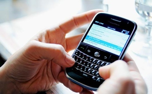 BlackBerry chinh thuc dung san xuat smartphone