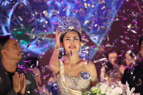 Ong Vo Viet Chung thua nhan da sai sot khi de Le Au Ngan Anh tham gia Hoa hau Dai duong
