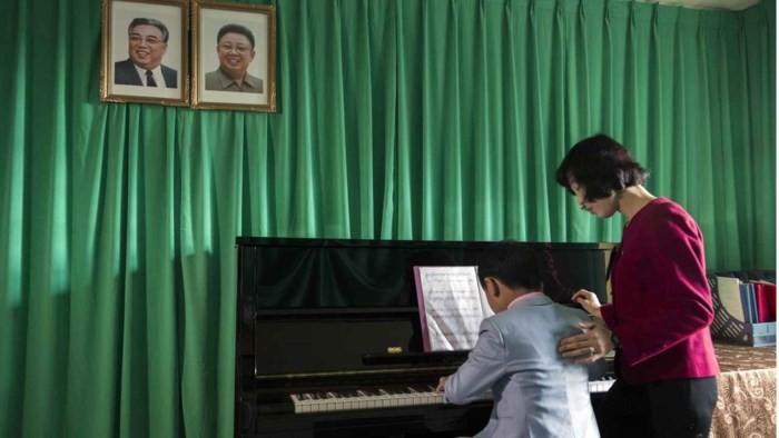 Loạt ảnh hiếm về cảnh 'ăn chơi' hằng ngày ở Triều Tiên - Ảnh 7