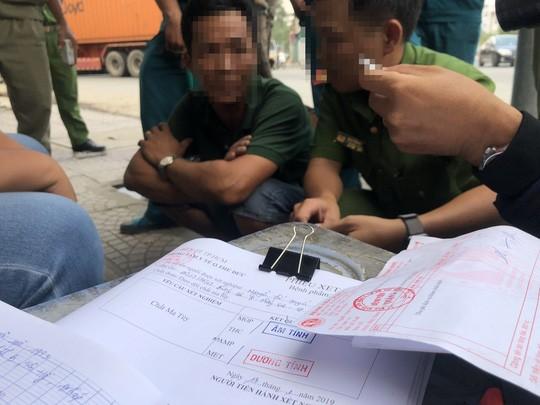 "Ly lich bat hao va loi khai bat ngo cua tai xe ""nghien"" tai cong an"