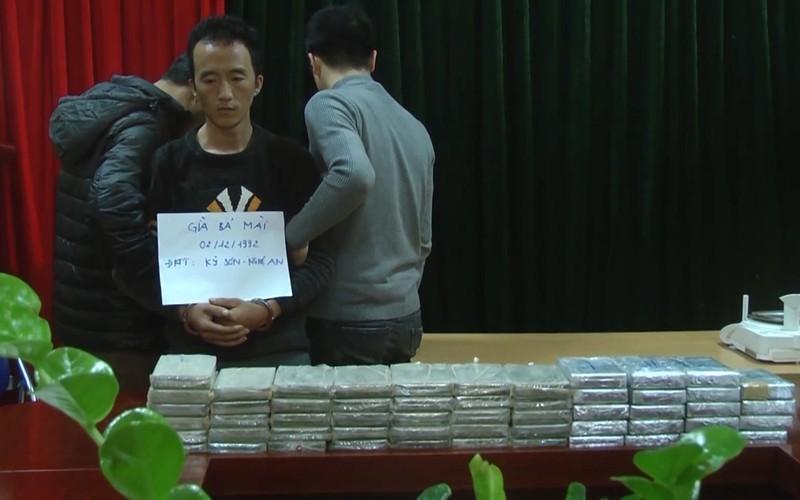 Ru vo chua cuoi van chuyen trai phep 55 banh heroin
