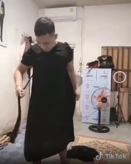 Hanh dong cua chong khi mua vay cho vo bau khien dan mang vua buon cuoi vua cam dong