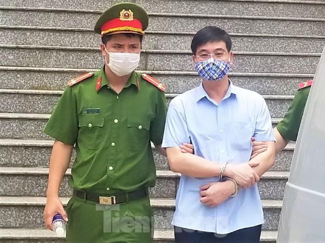 Gian lan thi o Hoa Binh: Truong phong an ninh co hoi lo 500 trieu?