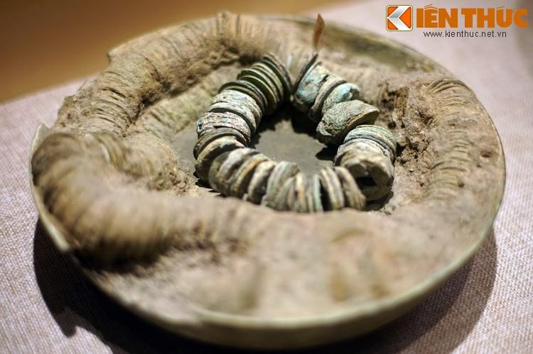 Choang voi kho bau khong lo trong mo Han co o Bac Ninh-Hinh-10