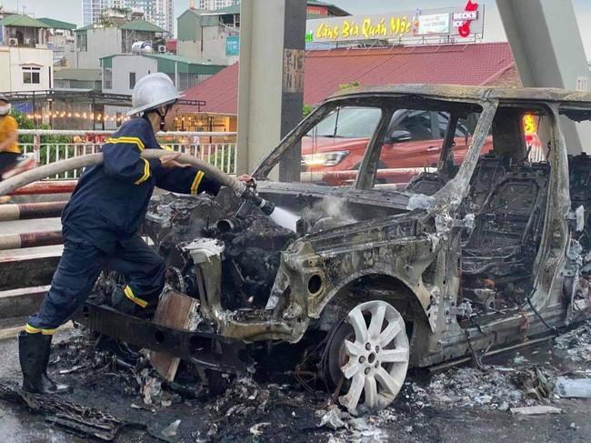 Danh tinh tai xe thoat chet trong vu chay xe Range Rover tren cau Chuong Duong-Hinh-2