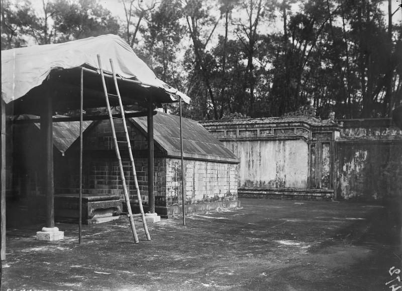 Canh tuong la o lang Gia Long nam 1898-Hinh-4