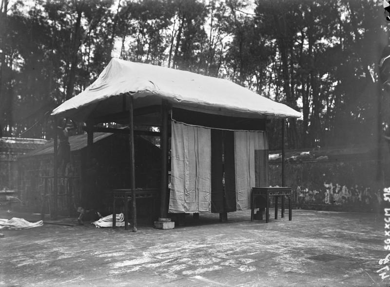 Canh tuong la o lang Gia Long nam 1898-Hinh-5