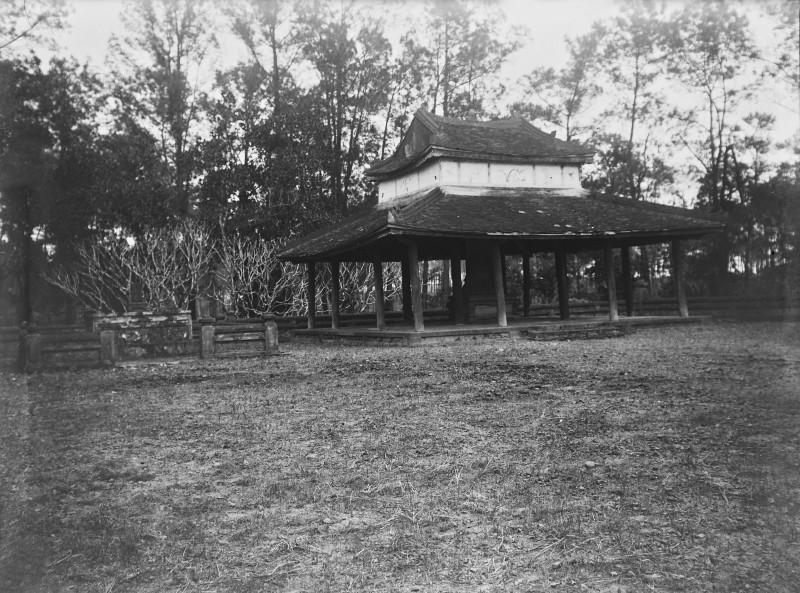 Canh tuong la o lang Gia Long nam 1898-Hinh-8